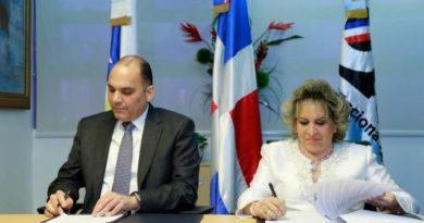 ONE y la DGA firman convenio para fortalecer las estadísticas del comercio exterior