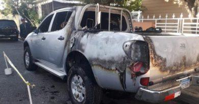 Pegan fuego a camioneta de candidato a senador peledeísta en Ocoa