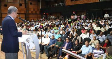 Leonel instruye a candidatos municipales a preparar plan de trabajo responda a necesidades de la ciudadanía