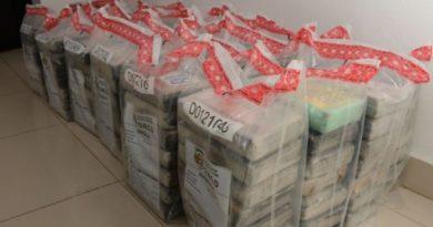 Autoridades incautan 162.63 kilos de cocaína en la playa Los Muertos entre Peravia y San Cristóbal