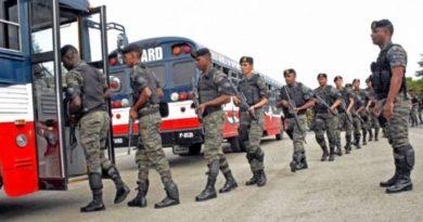 Ejército detiene a 38 extranjeros ilegales en minibús con destino a Santo Domingo