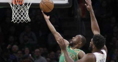 Joel Embiid anota 38 puntos y 76ers ganan a Celtics