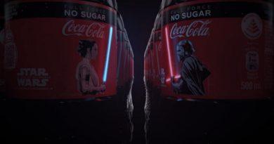 Coca Cola añade pantallas OLED flexibles a sus botellas para iluminar las espadas láser de Star Wars