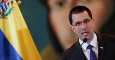 """Arreaza rechaza el """"guión falso e injerencista"""" de EE.UU. contra las instituciones venezolanas"""