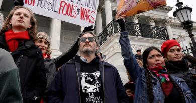 Arrestan a Joaquin Phoenix durante una protesta contra el cambio climático
