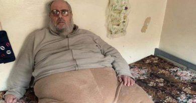 Detienen a un muftí del Estado Islámico tan obeso que tuvieron que llevárselo en una camioneta
