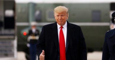 Acusan a senadores de jugar y dormirse durante las sesiones del juicio político contra Trump