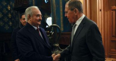 Algunas de las partes del conflicto libio firman el documento final tras la reunión en Moscú pero Haftar pide más tiempo
