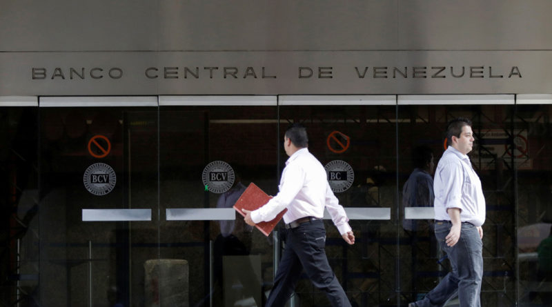 Dictan orden de aprehensión contra ocho personas por desfalco de 1,7 millones de dólares en el Banco Central de Venezuela