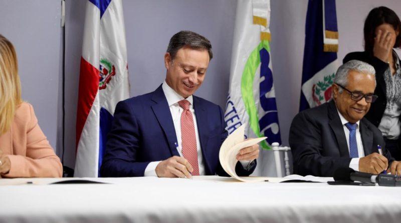Firman acuerdo de colaboración para la defensa y protección de los animales