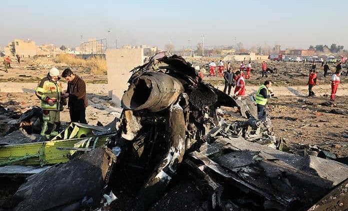 Irán arresta a varias personas por el derribo del avión, que genera protestas