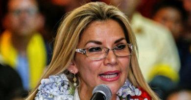 Jeanine Áñez presenta a los nuevos ministros del gabinete de facto en Bolivia