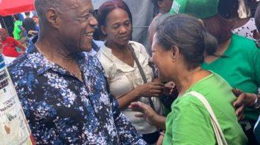 Johnny Ventura, aspirante alcaldía del DN, lleva su propuesta al mercado de la Duarte