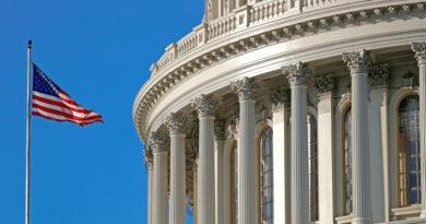 La Cámara de Representantes de EE.UU. aprueba transferir al Senado la acusación a Trump en el marco del juicio político