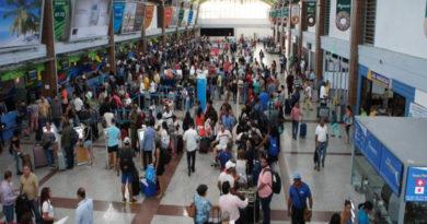 Más de 13 mil pasajeros se movilizan en el AILA tras culminar festividades navideñas