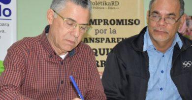 Candidatos SDE firman pacto por la transparencia