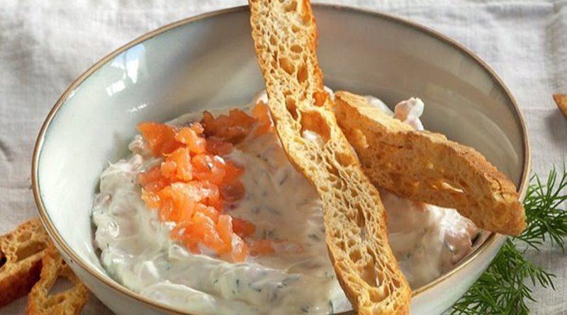 Dip de queso con salmón ahumado y eneldo