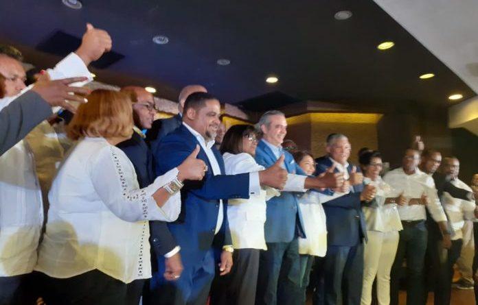 Radhamés González y cientos de dirigentes del PRD son juramentados en el PRM