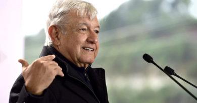 Senador mexicano propone reforma legal para que López Obrador pueda ser gobernador al culminar su mandato