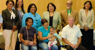 UASD y SeNaSa carnetizan estudiantes y sus Familiares para recibir Servicios de Salud.