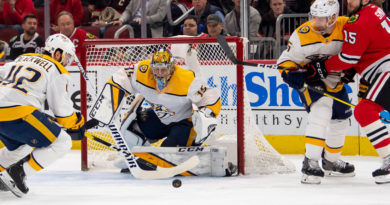 Un guardameta de hockey sobre hielo marca un raro gol en la historia de la NHL