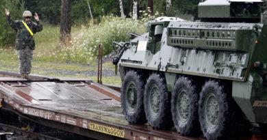 Un vehículo blindado del Ejército de EE.UU. se incendia en Polonia