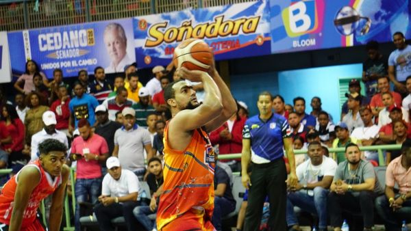 Club Antonio Guzmán domina serie final basquet de Higüey