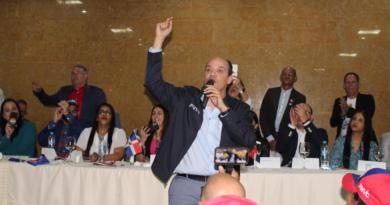 Ramfis insta a los jóvenes a asumir la antorcha de la patria