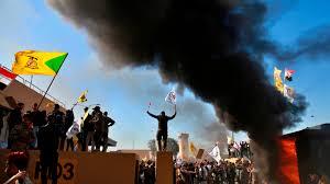 PROBLEMA GLOBAL DE INCIO DE AÑO :Manifestantes asedian embajada de Estados Unidos en Bagdad luego de ataques aéreos