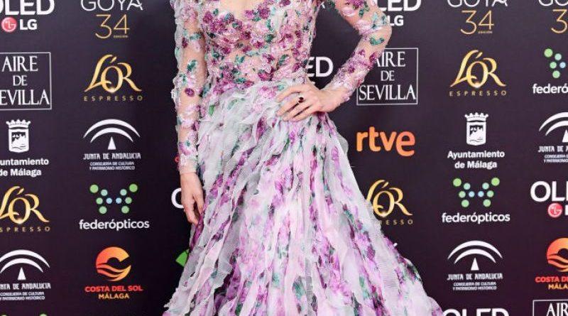 Penélope Cruz se arriesga y cambia su estilo en la alfombra roja de los Goya
