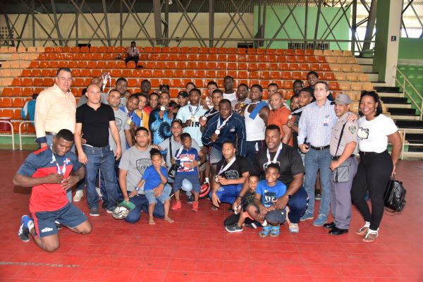 Policía Nacional campeón lucha olímpica de Juegos Militares