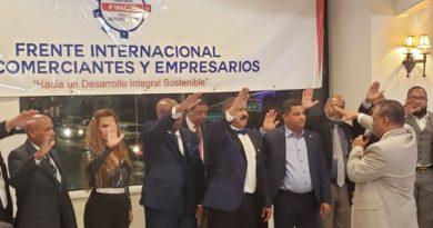 Juramentan a Polanco como presidente del FINCE y promete luchar en defensa de comerciantes y empresarios hispanos en EEUU