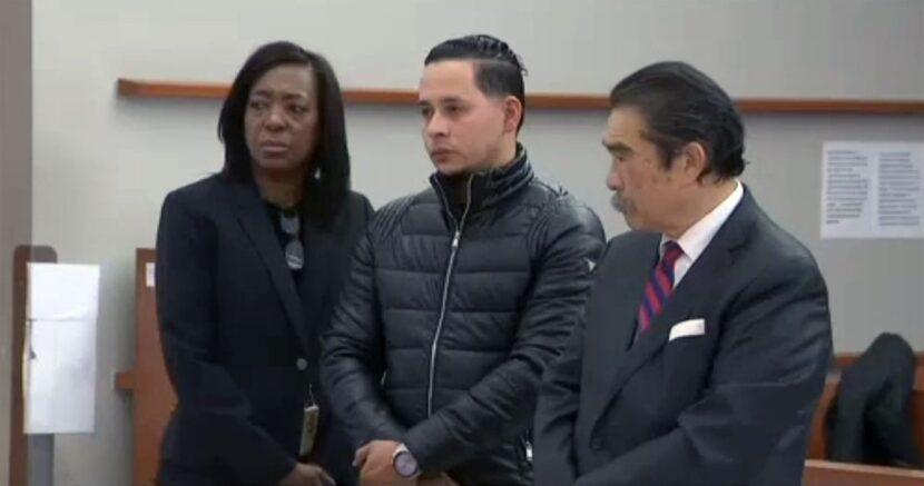 Taxista dominicano acusado de enfrentar pasajero que supuestamente lo atracó reitera inocencia en Corte Criminal de El Bronx