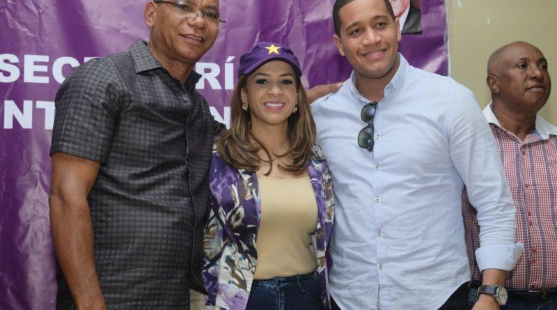 Karen Ricardo se reúne con candidatos municipales de la zona sur del país.