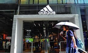 Adidas cierra sus tiendas en Alemania por el coronavirus