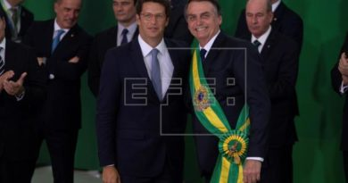 Bolsonaro juramenta al octavo militar entre sus 22 ministros