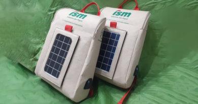 Crean en Perú la primera mochila inteligente hecha de botellas de plástico y con un panel solar incorporado
