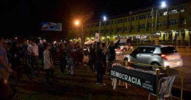 Leonel y Abinader condenan agresión a ciudadanos que protestaban frente a JCE