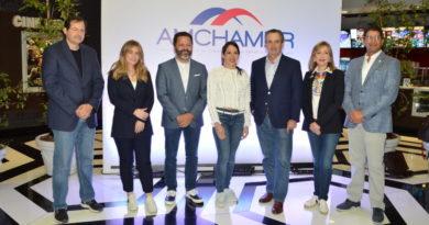 Debaten sobre la transformación digital de los negocios en panel de AMCHAMDR