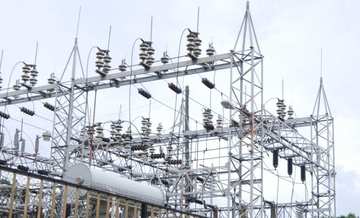 Falla eléctrica saca más de la mitad del sistema nacional