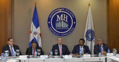 Ministro de Hacienda aclara Gobierno dominicano no se endeuda para pagar intereses