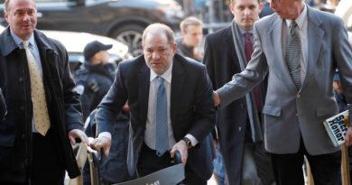 Hospitalizan al productor Harvey Weinstein por dolores en el pecho, después de ser declarado culpable de violación y agresión sexual