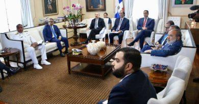 Presidente Medina conoce plan para el ordenamiento territorial de la zona costera de Pepillo Salcedo