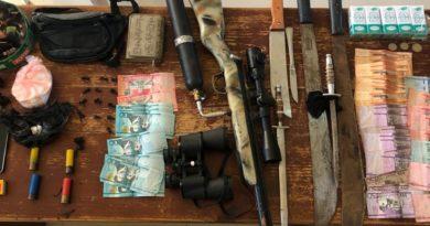 Apresan 10 personas; ocupan drogas y armas en allanamientos en Dajabón