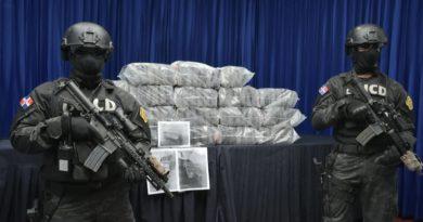 Incautan 105 paquetes presumiblemente cocaína o heroína en las costas de SPM