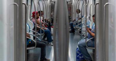 Problemas de salud y billetes falsos: incidentes más comunes en el Metro y el Teleférico