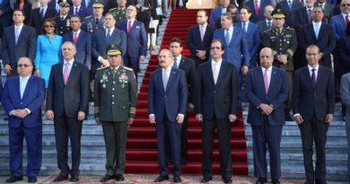 Presidente Danilo Medina rinde homenaje a Bandera Dominicana junto a Gabinete