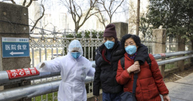 Un actor británico imitador de Mr. Bean se niega a abandonar Wuhan por miedo a propagar el coronavirus
