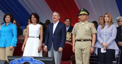 Presidente Medina encabeza el desfile militar por 176 aniversario de la Independencia Nacional