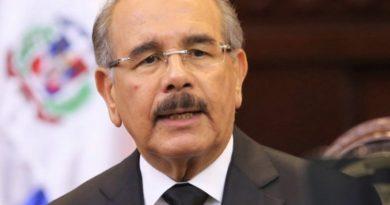 Danilo Medina asciende a 6,740 miembros Fuerzas Amadas y 8,611 de la Policía